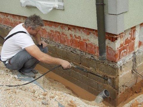 Čiščenje obstoječe stene pod zemljo